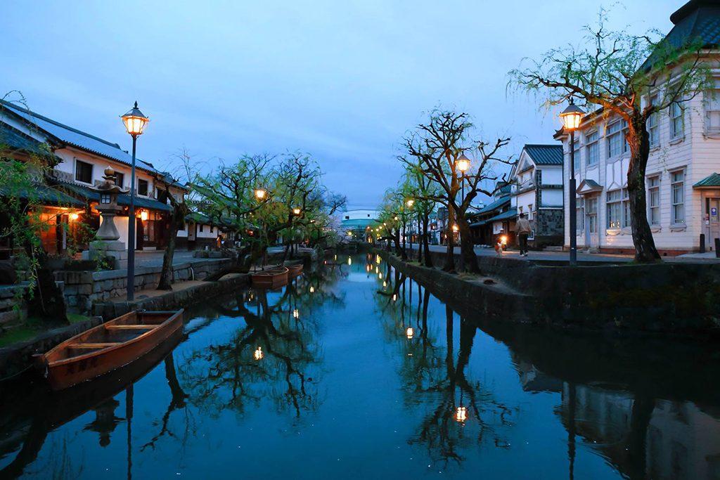 倉敷美観地区の夕暮れの風景