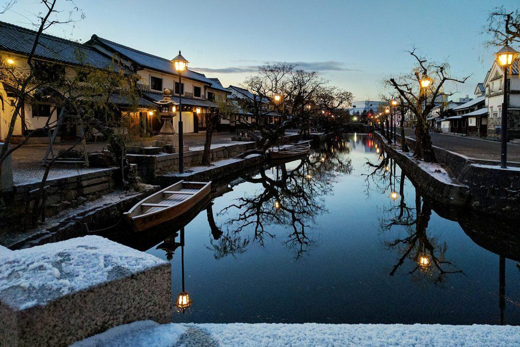 倉敷美観地区の、冬の夕暮れの風景